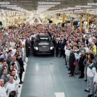 El primer Bentley Bentayga sale de la línea de producción