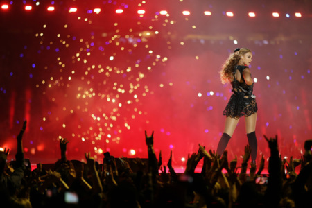 Beyonce Knowles pone el toque picante de la Super Bowl, Alicia Keys el estilo lady