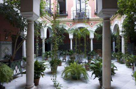 1024px Juderia De Sevilla Patio Calle Ximenez De Enciso 20110915 08992