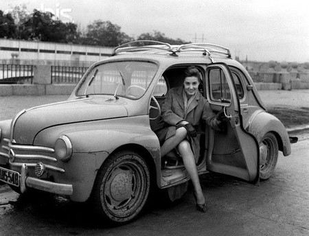 Concha Velasco y su Renault 4/4