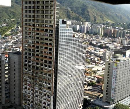 Vídeo: la Torre de David, un rascacielos abandonado y 'okupado' por 900 familias