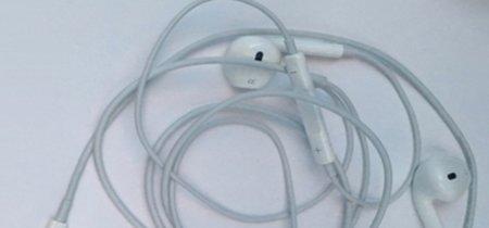 Aparecen fotografías de unos supuestos EarPods con puerto Lightning [Actualizado: Fake]