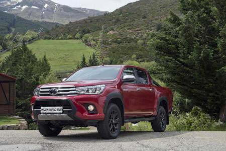 La Toyota Hilux de aspecto más agresivo se llama Invincible y ya está disponible en España