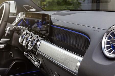 Mercedes Benz Eqb 2021 001