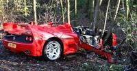 Dolorpasión™: Ferrari F50 estampado contra un árbol