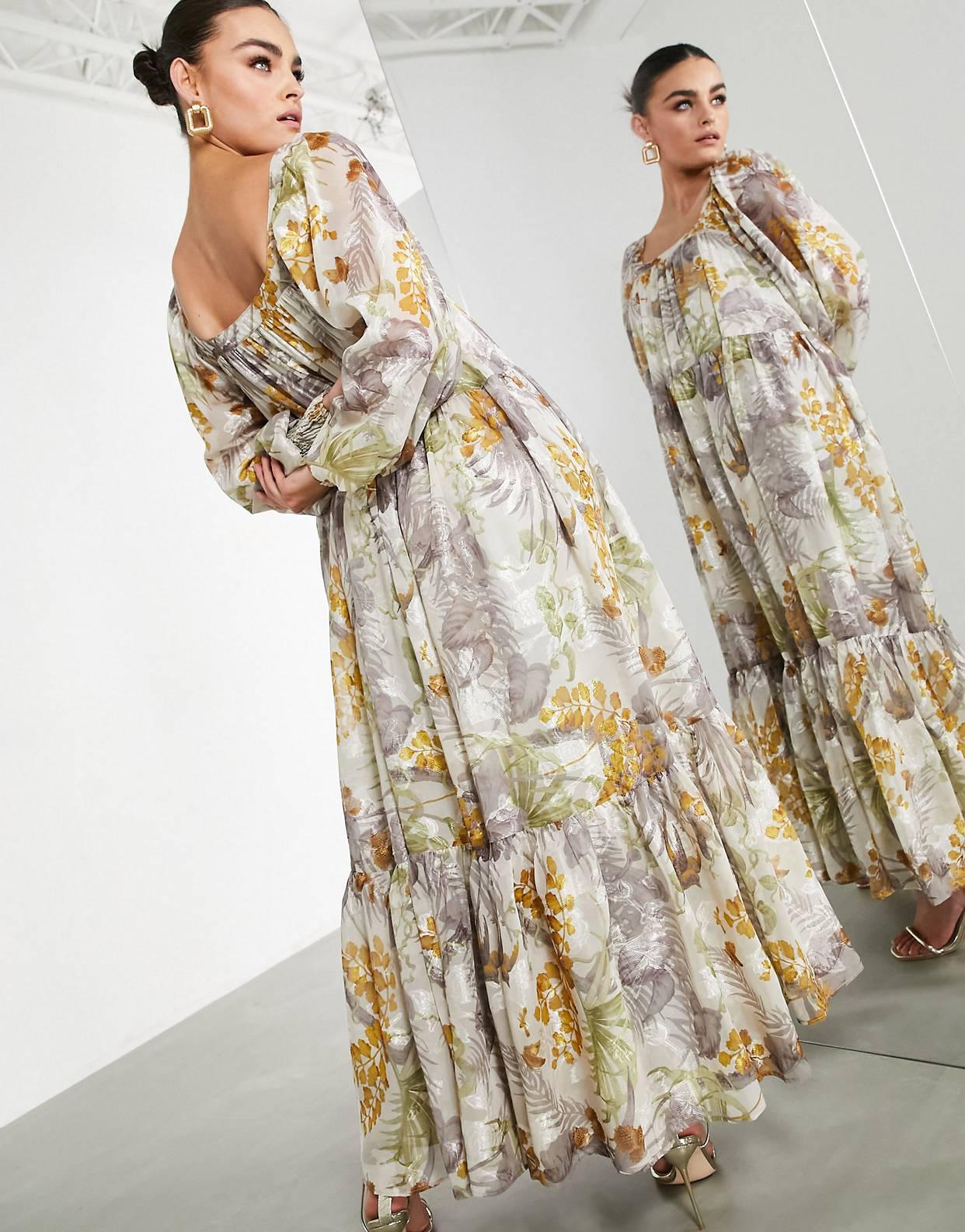 Vestido largo extragrande con estampado de flores, diseño devoré y escote cuadrado de satén de ASOS Edition