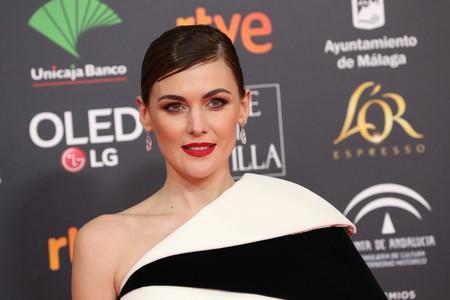 Marta Nieto nos deslumbra con un peinado efecto wet y labios rojos en la alfombra roja de los Premios Goya 2020