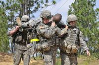 Militares y bomberos, en un 'top 3' de profesiones estresantes donde desaparecen los brokers