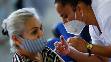 La vacunación contra COVID-19 de adultos de 50 a 59 años en México comenzará en mayo: pre-registro a partir del 28 de abril