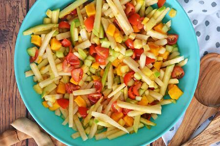 Ensalada de frutas y verduras con aderezo de tamarindo. Receta fácil para un día caluroso