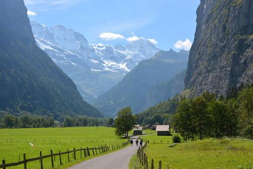 Compañeros de ruta: de paisajes alpinos a playas paradisiacas, ciudades de ayer y de hoy