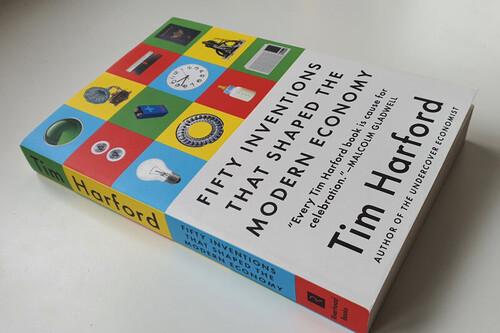 El mejor libro de economía del momento no habla de economía: 'Cincuenta innovaciones que han transformado el mundo'