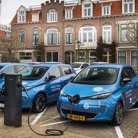 El futuro sistema de carga para coches eléctricos de Renault será por inducción y devolverá electricidad a la red cuando se necesite