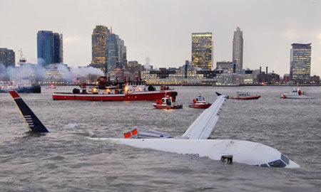 Los primeros instantes del avión caído en el río Hudson
