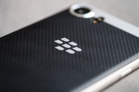 Blackberry Keyone Trasera Logo