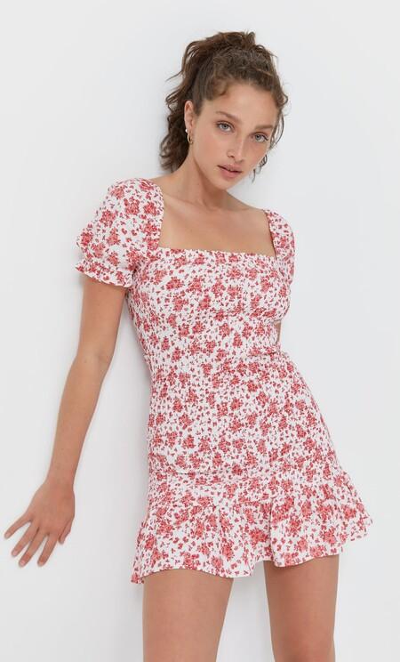 https://www.stradivarius.com/es/mujer/ropa/compra-por-producto/vestidos/ver-todo/vestid[…]-c1020035501p302291565.html?colorId=100&isDouble=1&style=1