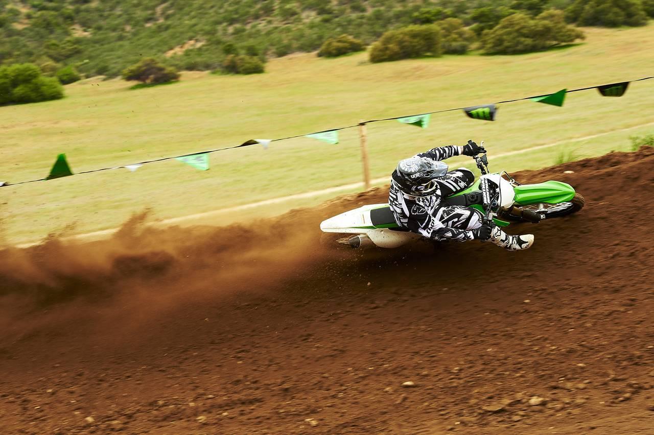 Foto de Nueva Kawasaki KX450F 2013: de la experiencia del AMA Supercross y Motocross a tu garaje (Acción) (27/42)