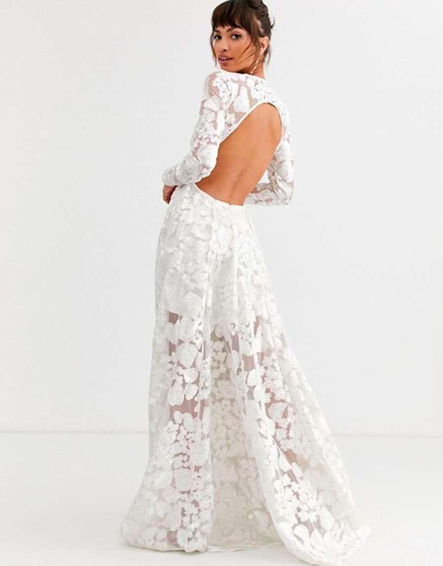 Vestido de boda con espalda abierta y bordado floral