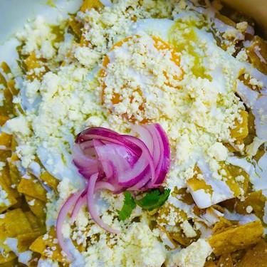 Chilaquiles con salsa de habanero. Receta de desayuno