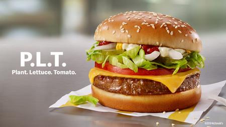 "McDonald's también estrena su ""hamburguesa de mentira"": se llama 'P.L.T', es 100% vegetal y afirman que ""luce y sabe a carne"""