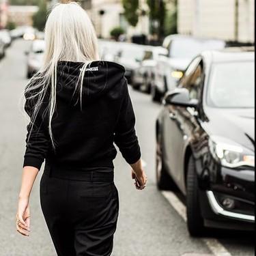 Las canas ya no tienen por qué ser un tabú: esta cuenta de Instagram las celebra con estilazo y espíritu body positive