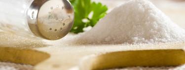 Los españoles tomamos el doble de sal de lo recomendado por la OMS, y sus efectos no pueden compensarse con una dieta saludable