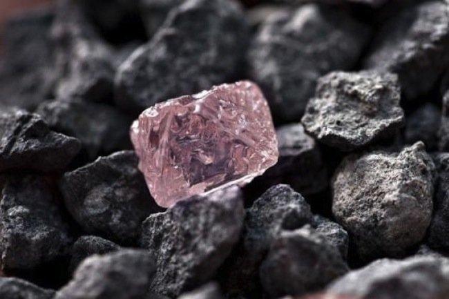 Hallazgo del enorme diamante rosa en Australia