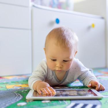 Tecnología, apps y otros inventos para estimular o entender al bebé: cuando nuestro instinto de padres queda anulado
