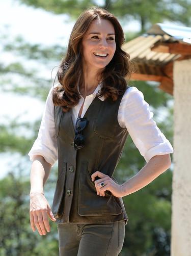 El look más campero de Kate Middleton lo vemos en Bután, ¡eso sí con su anillo de diamantes!