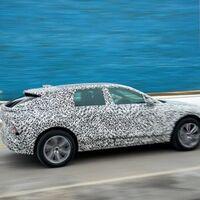 Cadillac Lyriq nos deja ver por primera vez uno de sus modelos de preproducción y ¡vaya que luce diferente!