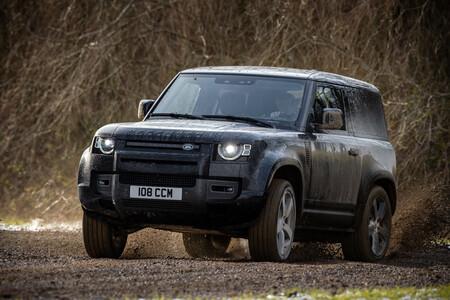 El Land Rover Defender llevará el V8 más poderoso de la marca, con más de 500 hp