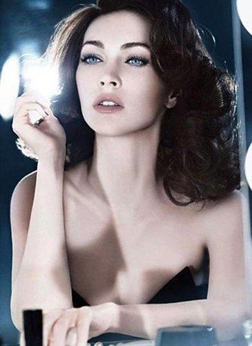 Megan Fox muy sexy en la campaña de cosméticos Armani Holiday