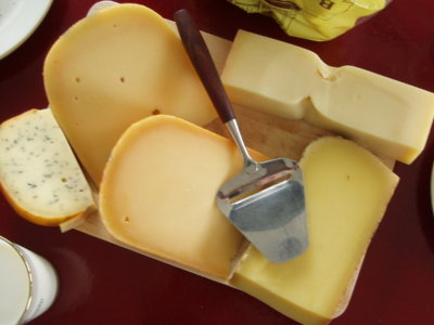 Los quesos con más proteínas y calcio que puedes sumar a tu dieta