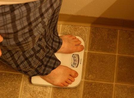 100 calorías menos y 2000 pasos más al día para adelgazar con salud