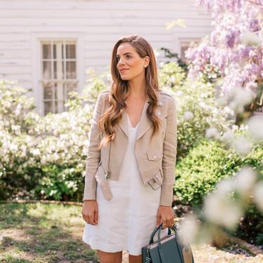 Los vestidos blancos son para la primavera: combínalos de estas siete formas para sacarles partido