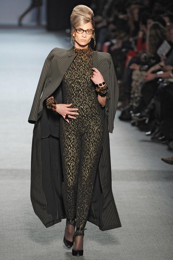 Foto de Jean Paul Gaultier Otoño-Invierno 2011/2012 en la Semana de la Moda de París: el lado sexy del estilo ladylike (24/27)