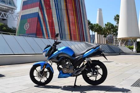 La MH NKR 125 quiere abrirse paso entre las motos baratas con un precio de 2.195 euros