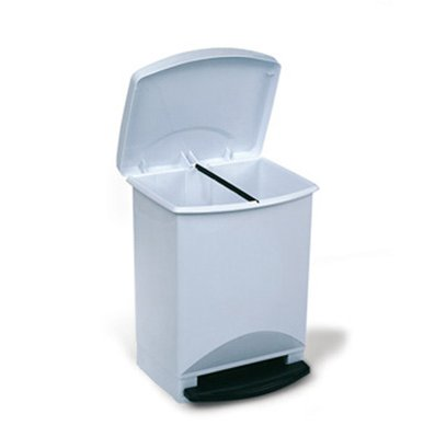 Mantenimiento del cubo de basura de la cocina para evitar for Cubo basura cocina