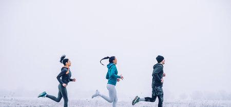 Correr en invierno: las mejores prendas para vestirte por capas y entrenar calentito