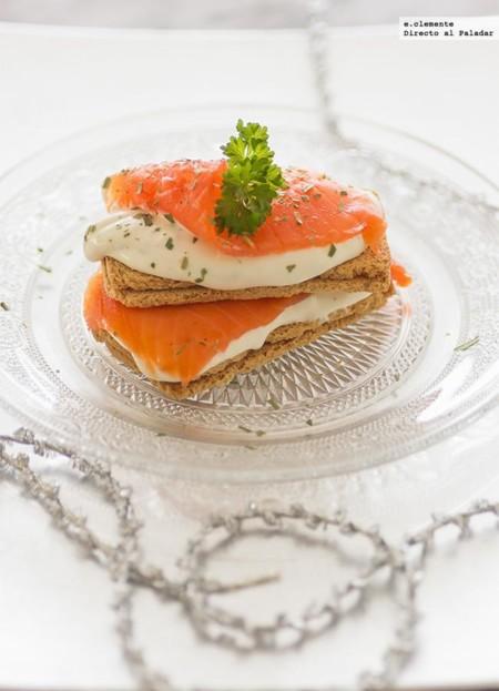 11 aperitivos de queso originales y f ciles for Canape de salmon ahumado