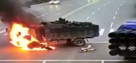 No, chocar un scooter contra un camión en China no es para nada una buena idea