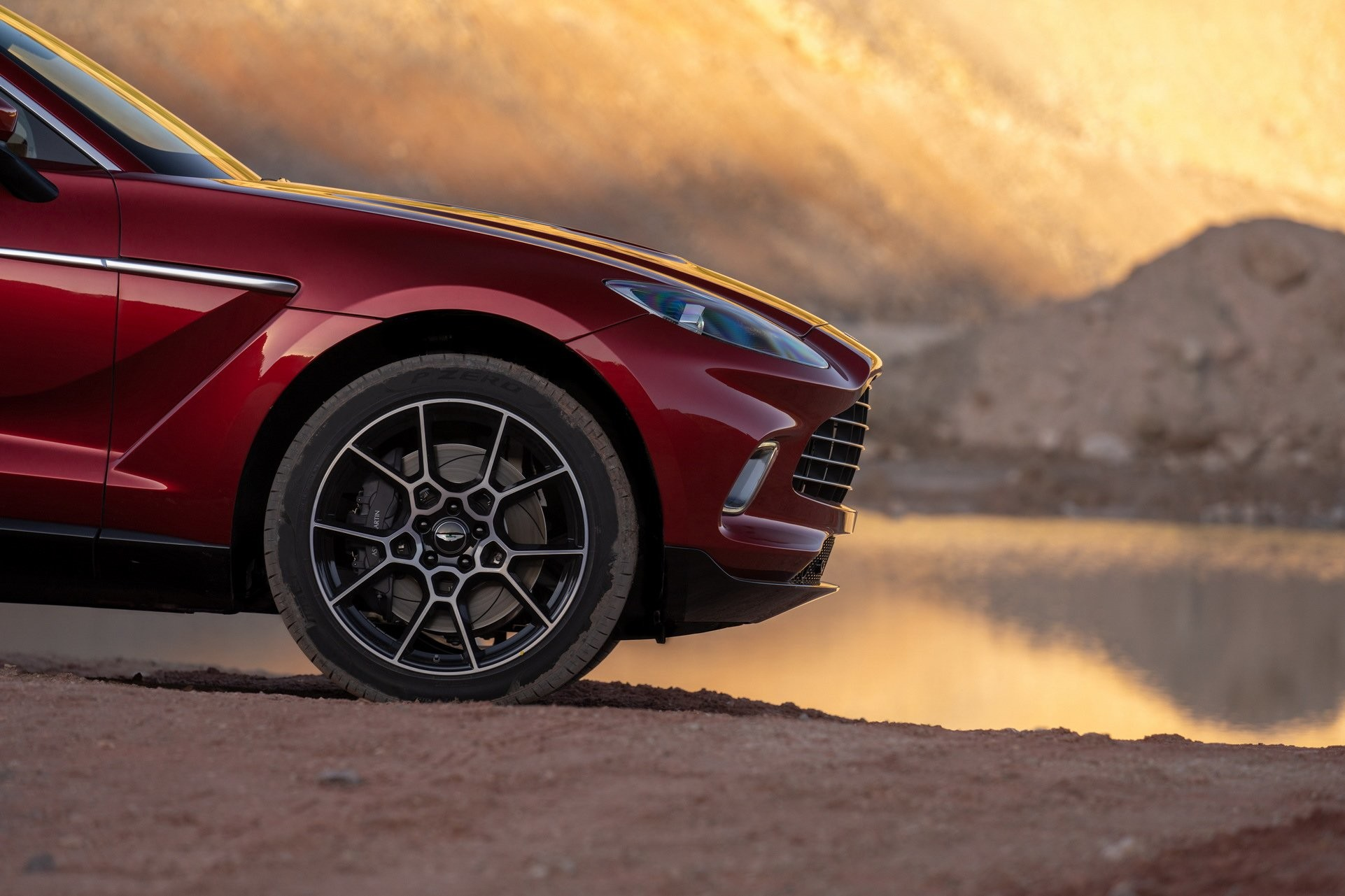 Foto de Aston Martin DBX (18/36)