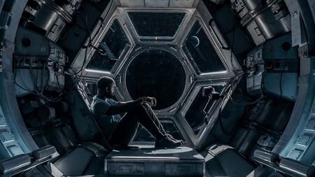 'Polizón': tenso drama espacial en Netflix que usa el escenario para construir una excelente miniatura de suspense