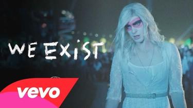 Otra de travestismo: ahora Andrew Garfield para Arcade Fire