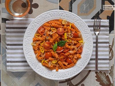 Pasta de lentejas rojas con salteado de tomates cherry. Receta saludable