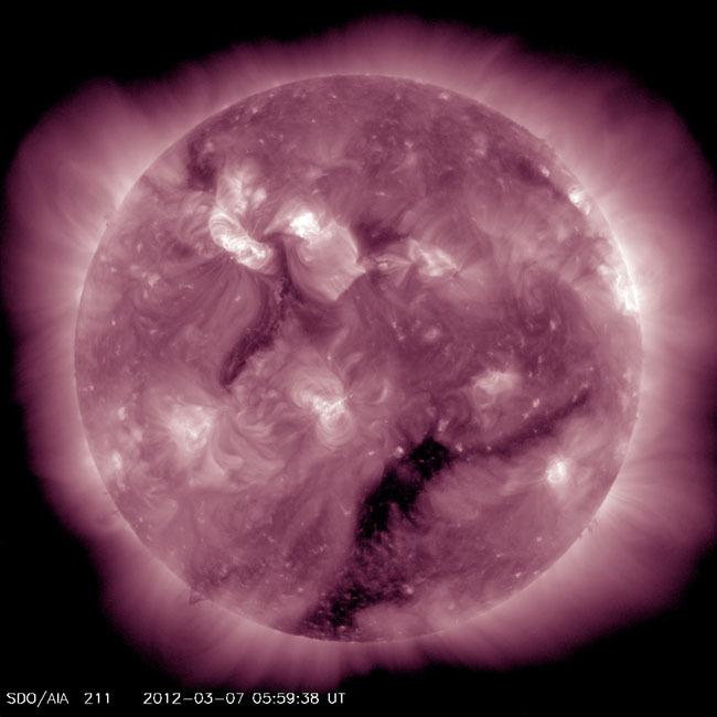 Foto de fotografías del Sol debidas a una erupción solar de clase X (5/7)