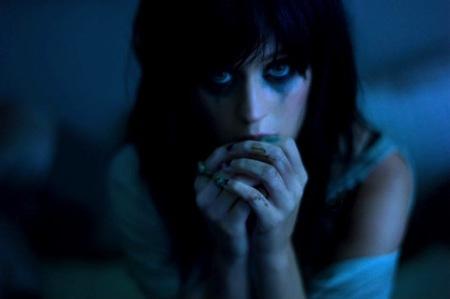 A Katy Perry no se le alegra el corazón ni cantando