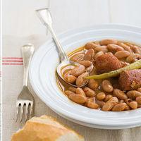Receta de pochas guisadas con chorizo, disfrutando (de nuevo) de las legumbres con cuchara