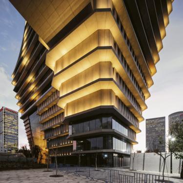 Tel Aviv tiene nuevo icono arquitectócnico: se llama ToHa  y está inspirado en la geometría de un iceberg