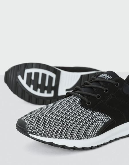Zapatillas negras con rejilla de Pull&Bear rebajadas a 19,99€ y con envío gratis hasta el 9 de abril
